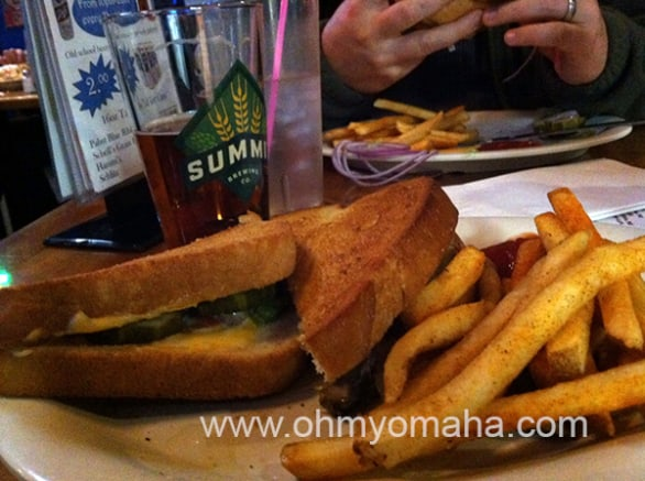 A romantic plate of fries and grilled veggie melt. Swoon.