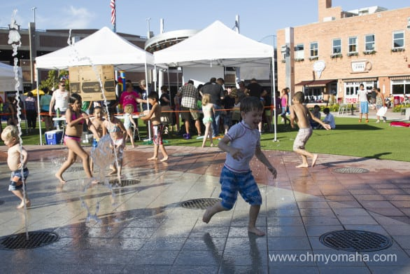 Kids will love playing in the plaza's sprayground. There are shops around the plaza where you could grab a coffee, smoothie or ice cream to enjoy while you sit and watch the fun.