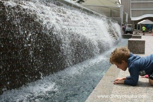 Outdoor fountain at Crown Center in Kansas City