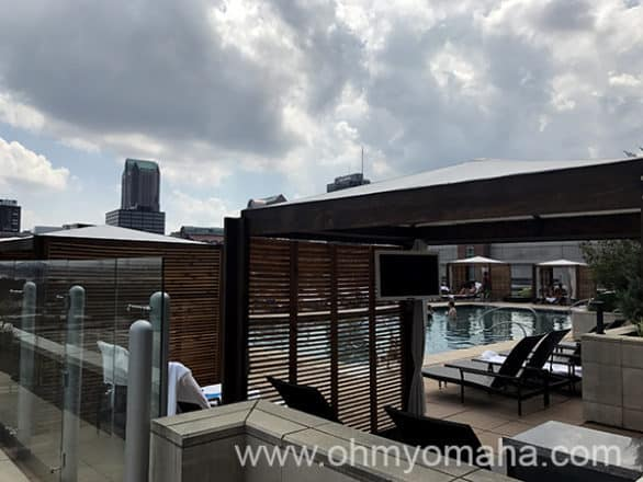 Four Seasons Hotel rooftop pool in in St. Louis