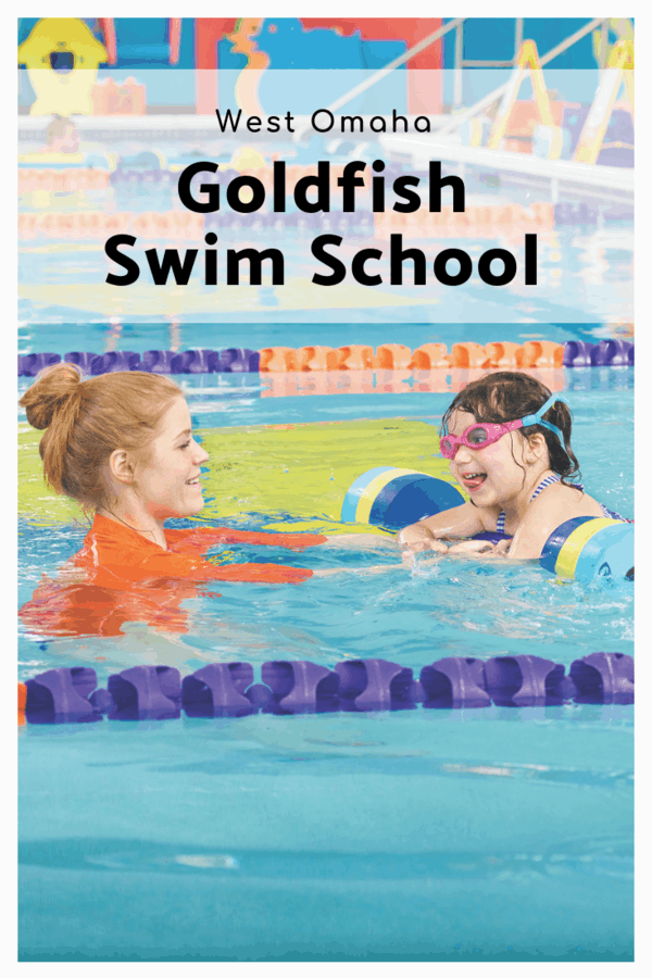 What to expect at Goldfish Swim School location in Omaha Nebraska - Info on class size, the tropical decor, and the perks of having a membership #GoldfishSwimSchool #Omaha #swimming