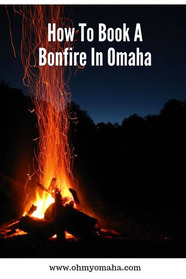 Everything you need to know about bonfires in Omaha, including where you can book one and how much it costs. This post includes pumpkin patches near Omaha, including those located in Blair, Bellevue, Council Bluffs and Gretna. #Nebraska #Guide #fallfun #pumpkinpatch #bonfire #campfire