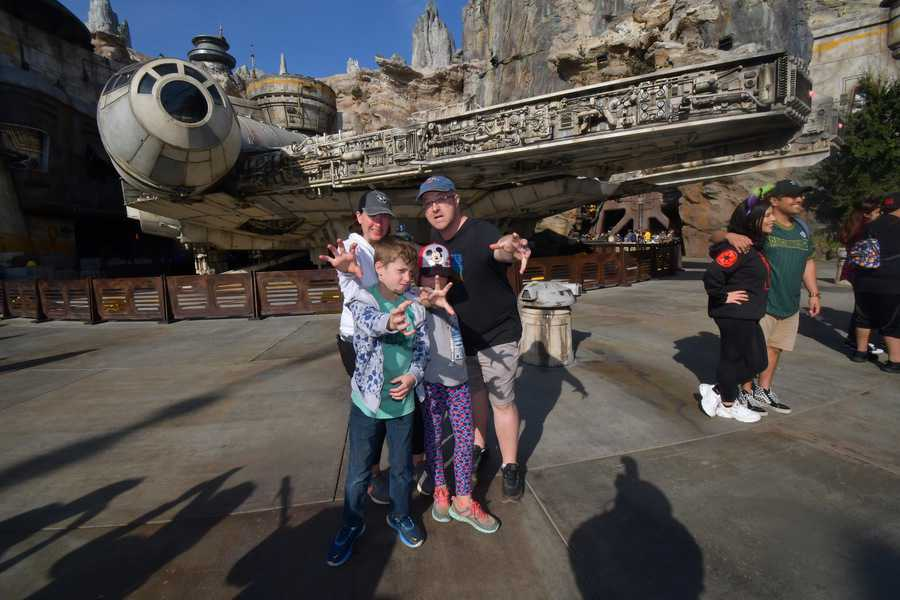 Star Wars: Galaxy's Edge at Disneyland family picture
