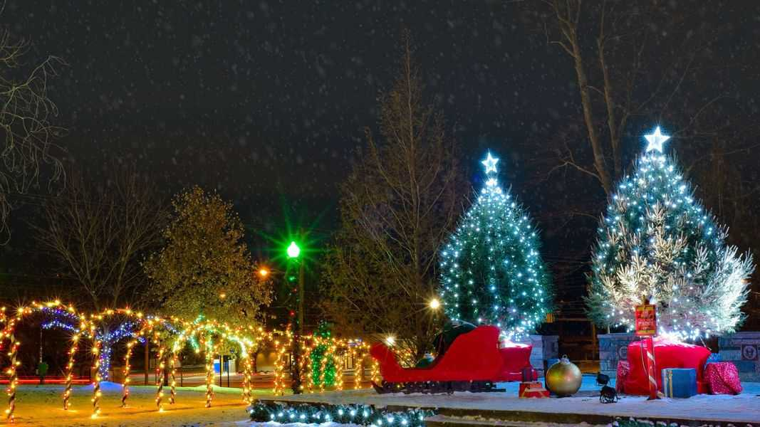 12 Outdoor Holiday Lights Shows, Drive-Thrus & More In Omaha