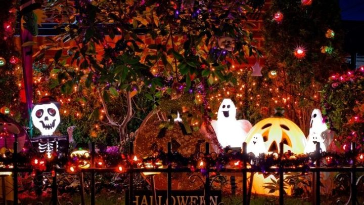 20+ Awesome Halloween Displays In Omaha (2021)